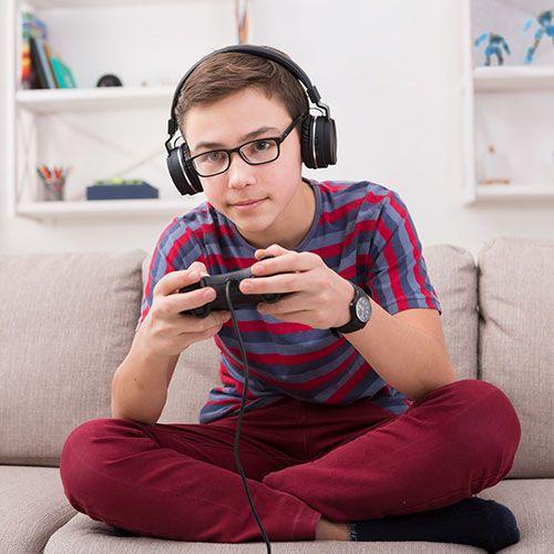 garoto-jogando-videogame